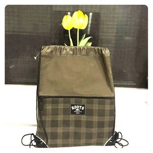 Roots backpack (Box D)